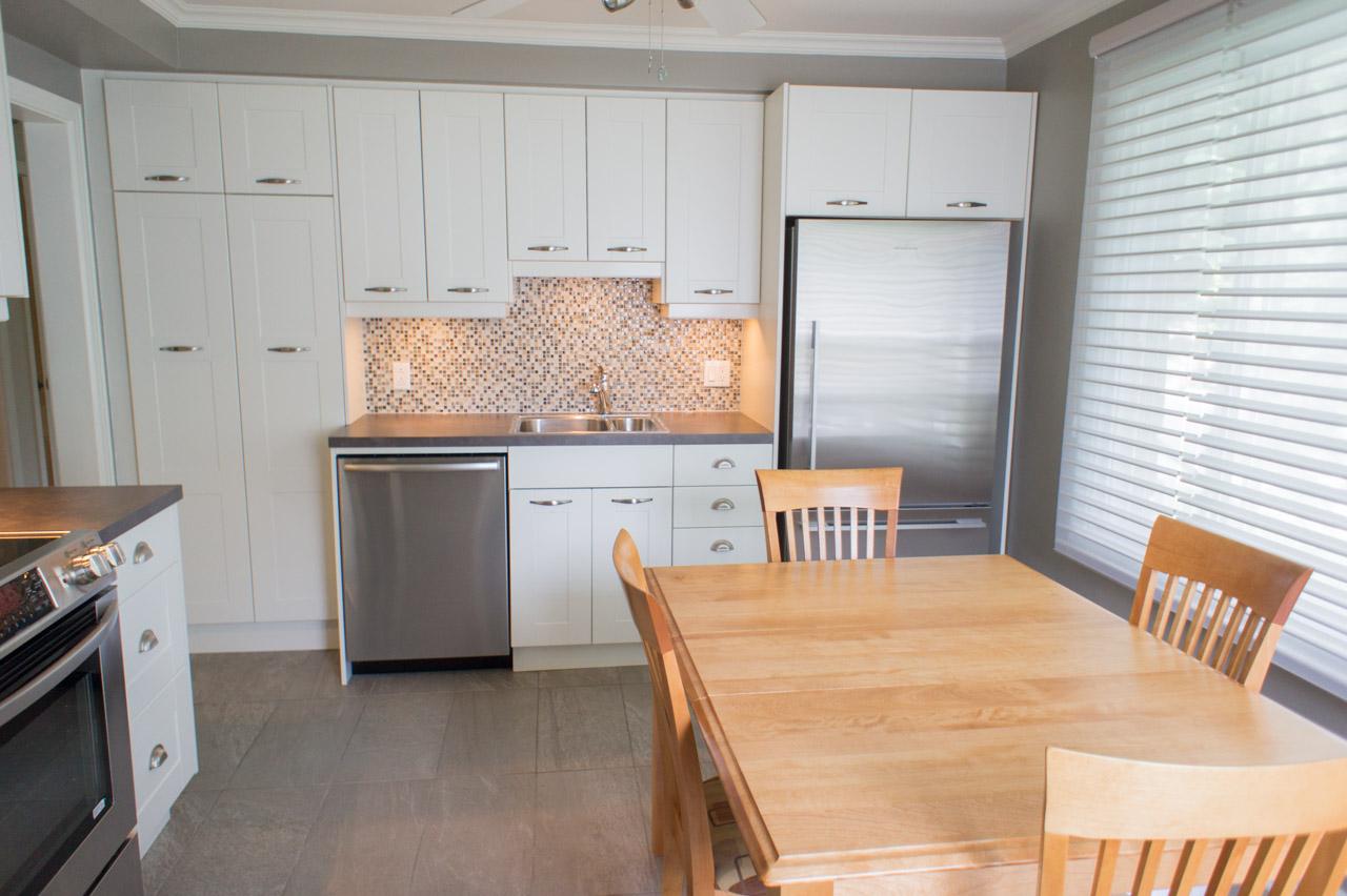 habillage fenetre cuisine interesting beau petite fenetre salle de bain habiller les murs avec. Black Bedroom Furniture Sets. Home Design Ideas