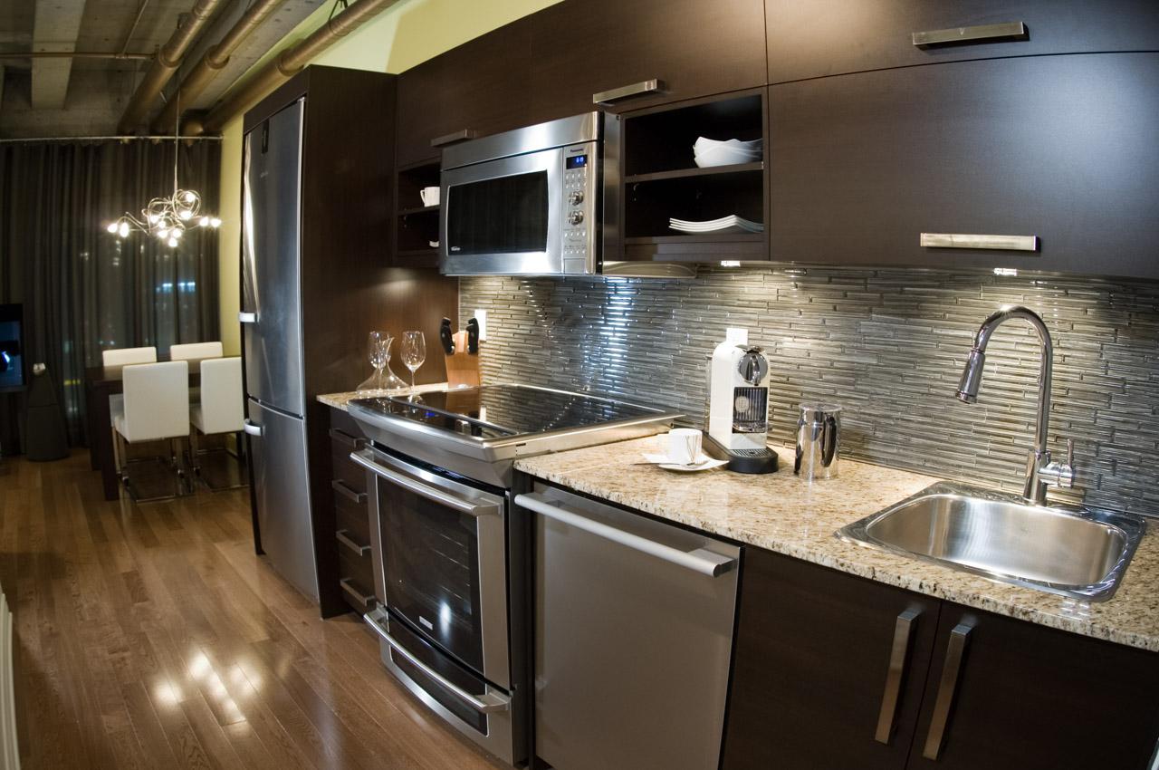 Un loft de 590 pour 4 personnes for Habillage fenetre cuisine