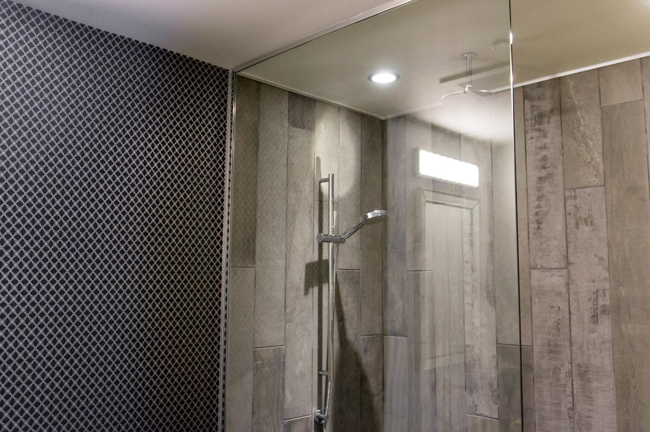 Jaune - Mur de douche en bois ...